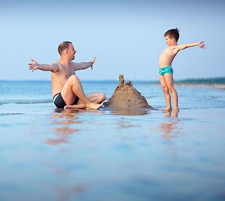 à la mer en famille